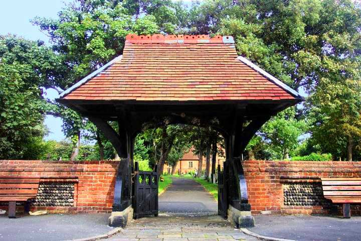 Lychgate and Boundary Wall, St Annes Road East, St-Annes